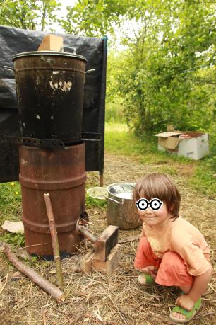 permaculture enfant rocket stove