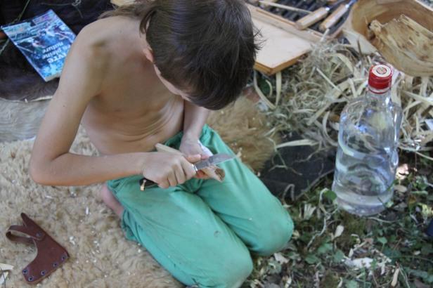 permaculture enfants ados couteau